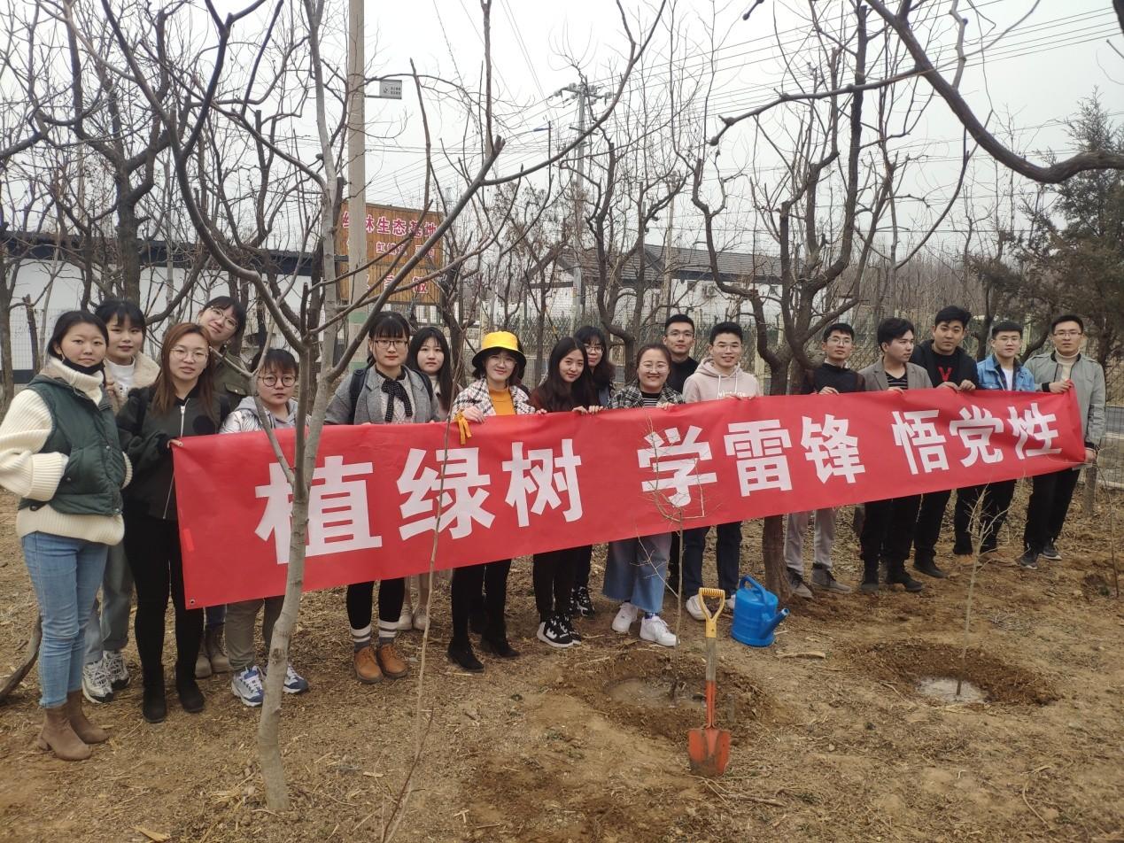 """青岛能源所举办""""拥抱春天•绿色青能""""3.12植树活动"""