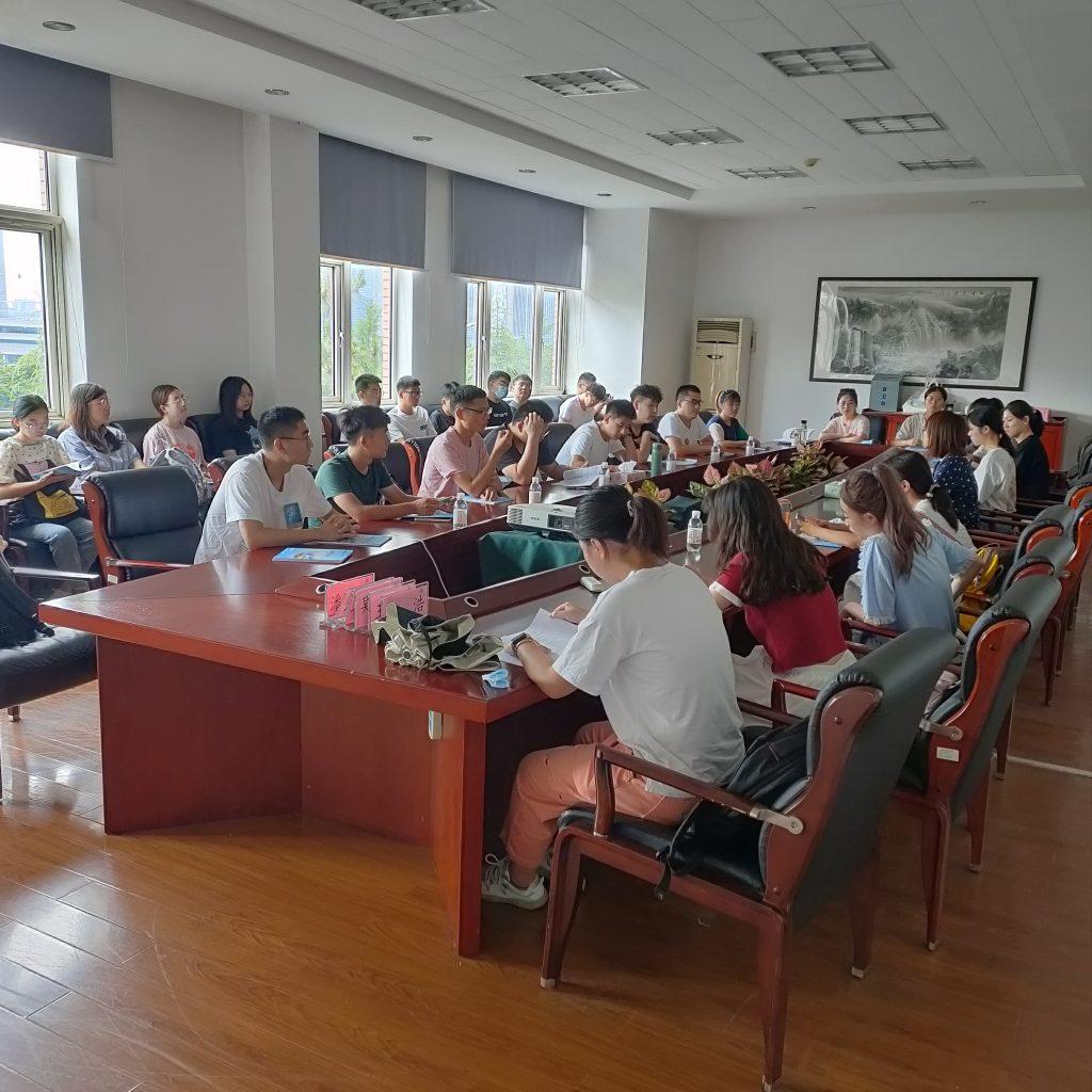 青岛能源所召开2020级硕士研究生入所培训主题班会